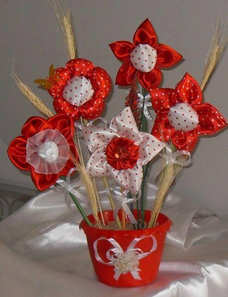 arranjo de flores em fuxico de r $ 45 00 por r $ 41 80 quantidade